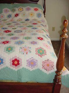 Stunning VINTAGE Grandmothers Flower Garden Quilt~TWIN~FULL Exc Patchwork~Hand