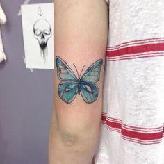 Brigadão pela confiança e liberdade na criação! Para aqueles que querem tatuar comigo, entrem em contato no whatsapp pra marcar sua tattoo 27 999224245 :) #tattoo #ink  #design #illustration #andrerosaf #naturetattoo #tatuagem #arte #inspirationtattos #desenho #drawing #draw #art #tattoos #inked #tattooart #photooftheday #lines #tattoos #tattoscute #tattoo2me #equilattera #tattrx #butterfly #borboleta #watercolor #aquarela #blue #fly #painting