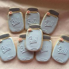 mason jar hacks are offered on our internet site. Check it out and you wont be sorry you did. Mason Jar Projects, Mason Jar Crafts, Mason Jar Diy, Diy Projects, Royal Icing Cookies, Sugar Cookies, Cookies Et Biscuits, Mason Jar Cookies, Diy Hanging Shelves