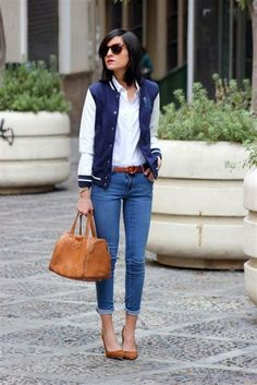 Classy casual women leather jacket outfits ideas Jeans Sortra 40 Stylish Outfit Ideas With Bomber Jacket Cute Fall Outfits, Sporty Outfits, Stylish Outfits, Winter Outfits, Simple Outfits, Varsity Jacket Outfit, Leather Jacket Outfits, Bomber Jacket, Outfit Jeans