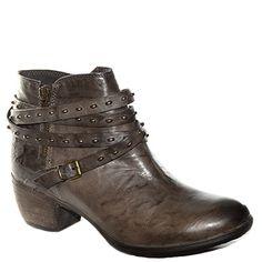 #Stivaletto corto #Khrio in pelle sfumata marrone con cinturini e borchie http://www.tentazioneshop.it/scarpe-khrio/stivaletto-corto-24779-marrone-khrio.html
