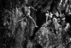"""© Pierre de Vallombreuse -  """"Retour dans la caverne"""" - Peuple Palawan, Philippines - 1994"""