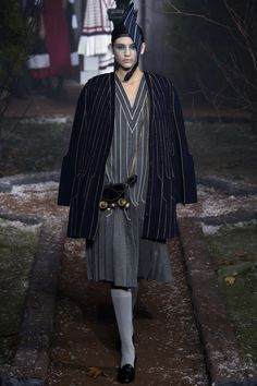a66b71e0461 Thom Browne Fall 2016 Ready-to-Wear Collection Photos - Vogue Fashion Show  2016