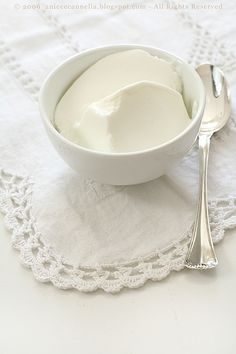 Yogurt densissimo fatto in casa  (fatto con latte e yogurt)
