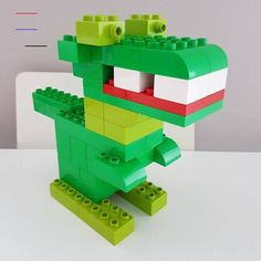 Here you see a dinosaur made of LEGO® Duplo, which we from BRICKaddict. - Here you can see a LEGO® Duplo dinosaur that was made by us BRICKaddict.de like! La mejor imagen so - Lego Minecraft, Lego Moc, Lego Lego, Lego Batman, Minecraft Buildings, Classic Lego, Classic Toys, Lego Technic, Pokemon Lego