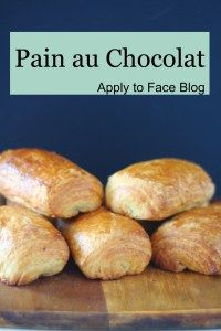 This straight forward recipe for Pain au Chocolat is just DIVINE.They are just so, so delicious, crisp on the outside and butterly rich within. A pastry fit for a King. Breakfast Time, Breakfast Recipes, Dessert Recipes, Dinner Recipes, Great Recipes, Favorite Recipes, Types Of Bread, Sweet Bread, Pain Au Chocolat