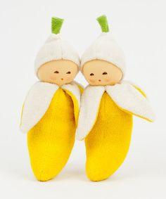 Die frechen Früchtchen von #Nanchen lassen sowohl Kinder- als auch Elternaugen leuchten. Was n Geschenk! - http://www.echtkind.de/themenwelten/geschenke-zur-geburt/nanchen-natur-bio-babyrassel-banane.html