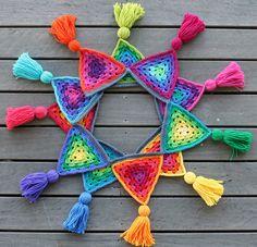 a shoebox of photographs: granny bunting giveaway Crochet Home, Love Crochet, Beautiful Crochet, Crochet Crafts, Crochet Yarn, Crochet Flowers, Crochet Projects, Crochet Bunting, Crochet Garland
