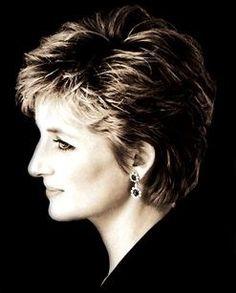 Lady Diana Spencer > Diana and beauty Princess Diana Hair, Princess Diana Pictures, Princess Kate, Princess Of Wales, Princesa Diana, Mario Testino, Short Hair Cuts, Short Hair Styles, Diana Memorial