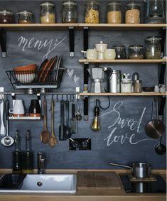 A organização na cozinha é tudo! Clique na imagem e confira algumas dicas para manter o espaço bem organizado.