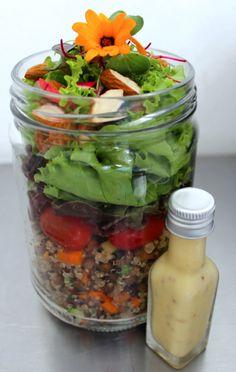 Esta é uma das receitas que as nossas clientes mais AMAM! Uma ótima alternativa para quem querlevar comida saudável para o trabalho!      Ren