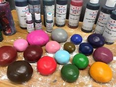 In this video we'll show you how to color (dye) fondant and gum paste with food coloring gels. We'll also do a quick review of Wilton's Icing Colors , Americ...