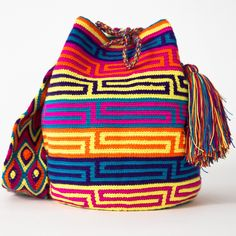 could also be mosaic knitting Handmade Wayuu Boho Bags Crochet Chart, Knit Crochet, Mochila Crochet, Tapestry Crochet Patterns, Tapestry Bag, Crochet Handbags, Crochet Bags, Boho Bags, Knitted Bags