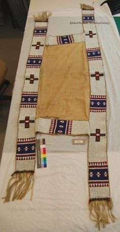 Седельное одеяло Сиу ? От Eunice Milk. Native American Horses, Native American Crafts, Native American Artifacts, American Indian Art, Native Beadwork, Native American Beadwork, Horse Gear, Horse Tack, Sioux Nation