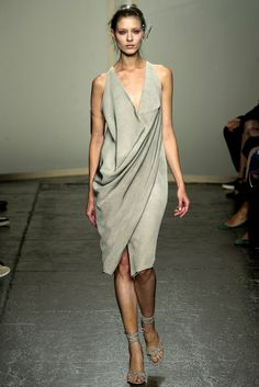 Donna Karan - Spring 2013 Ready-to-Wear - Look 4 of 41