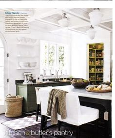 love this kitchen, need a few baskets like that!
