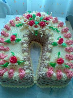 Dort krémový ♥ podkova, zdobený marcipánovými růžičkami Cupcake Cookies, Cupcakes, Cookie Pie, Cheesecakes, Cake Decorating, Decorated Cakes, Yum Yum, Muffins, Desserts