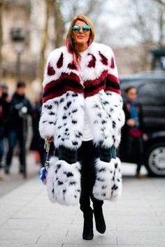 Anna dello Russo in Fendi - PFW Street Style - March 2016 Fur Fashion, Fall Fashion Trends, Love Fashion, Winter Fashion, Fashion Outfits, Fashion Weeks, Style Fashion, Look Street Style, Street Style 2016