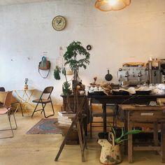 커피가 너무 맛있어서 또 왔어요➰ 성수동 오시면 꼭 들려보세요 . . . . #카멜카페#앙버터#카멜커피#성수동카페#성수동맛집#서울숲카페#서울숲맛집#일상스타그램 Cafe Interior Design, Interior Concept, Cafe Design, Interior And Exterior, Garden Tiles, Cafe Shop, Pretty Photos, Breakfast Nook, Home And Living