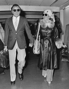 Elizabeth Taylor in a long, luxurious jacket