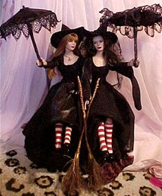 A set of dolls created by artist Stacey Macchia, a one-time-only creation that was auctioned on eBay in October, 2001. Stacey was inspired by the last scene of the movie.