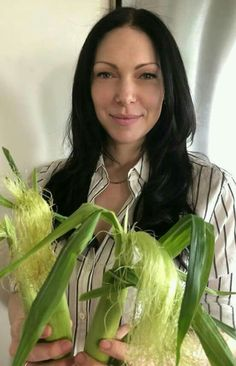 Organic corn has arrived at the farmers market. Corn is one of the crops that is most sprayed with herbicides & pesticides, & is… Christina Ricci, Christina Aguilera, Laura Pepron, Ellie Kemper, Melissa Rauch, Zachary Levi, Cute Lesbian Couples, Girl Celebrities, Beautiful Celebrities