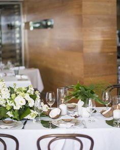 📷 Decor Style⠀ ⠀ The Creative Team⠀ Photography: @studioimpressions ⠀ Venue: @rickys_noosa ⠀ Styling: @lovebirdweddings ⠀ Flowers: @mondofloraldesigns ⠀ ⠀ #sunshinecoastbrides #sunshinecoastweddings #weddinginspiration #weddingphotography #wedding #weddingflowers #weddingstyling #weddingdecor https://www.instagram.com/p/BXWGtuhlkz5/ Sunshine Coast Brides www.sunshinecoastbrides.com.au
