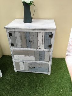 Pallet Tables / Chest of Drawers / Cabinets