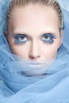 Makeup in blue
