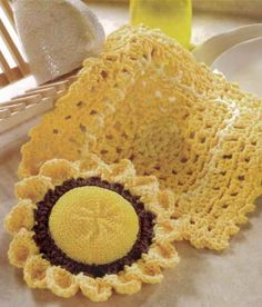 Pretty dishcloth scrubber from Maggie's Crochet.