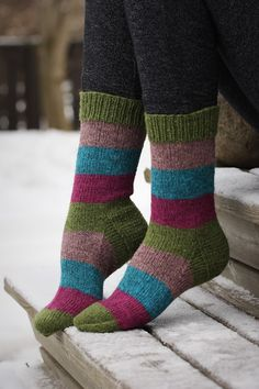Pujoliivi: Tukusukkia Chrochet, Knit Crochet, Knitting Socks, Knit Socks, Knitting Patterns, Knitting Ideas, Sewing Baskets, Boot Cuffs, Cool Socks