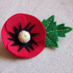 Nice idea for Remembrance Day - Red Poppy Felt Brooch by Laura Fallulah, London GB. Felt Diy, Handmade Felt, Felt Crafts, Felt Flowers, Fabric Flowers, Paper Flowers, Remembrance Poppy, Remembrance Sunday, Poppy Brooches