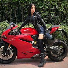Black leather jacket jeans shorts boots OTK stockings on motorcycle Motos Yamaha, Ducati, Motorbike Girl, Motorcycle Bike, Lady Biker, Biker Girl, K100 Bmw, Sexy Autos, Motard Sexy