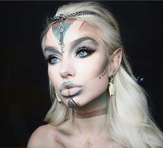 Looking for for ideas for your Halloween make-up? Browse around this website for cute Halloween makeup looks. Makeup Clown, Makeup Fx, Cosplay Makeup, Makeup Inspo, Makeup Inspiration, Sugar Skull Makeup, Makeup Ideas, Makeup Themes, Makeup Designs