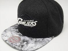 #tophats #caps #gorras #accesorios #capaddict #capsshop #fashion #giftideas #snapback #gorrassnapback #viseraplana #mitchellandness #capsonline #gorrasplanas #clevelandcavaliers #cavaliers