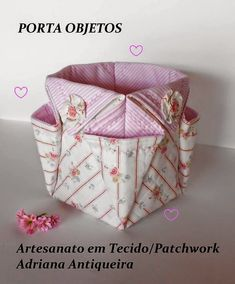 Step by step release: OBJECT PORT Related Post Hexie Pillow Pattern Release!abrir no link tem pap Fabric Storage Baskets, Fabric Boxes, Sewing Baskets, Bag Patterns To Sew, Quilt Patterns, Sewing Patterns, Fabric Crafts, Sewing Crafts, Sewing Projects