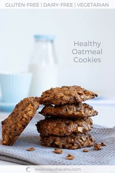 These homemade and old fashioned oatmeal cookies 🍪 are gluten-free and they are naturally sweetened. They are ideal for breakfast, snack, or brunch Gluten Free Oatmeal Cookie Recipe, Healthy Oatmeal Cookies, Healthy Brunch, Healthy Desserts, Healthy Recipes, Free Recipes, Spicy Recipes, Delicious Recipes, Vegetarian Recipes