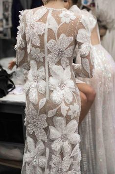 Breathtaking Bridal Collection: Naeem Khan - Oh-- this will simply make you swoon. A dreamy bridal collection from Naeem Khan, each gown and detail more beautiful than the next. Bridal Outfits, Bridal Dresses, Flapper Dresses, Dream Wedding Dresses, Wedding Gowns, Boho Wedding, Wedding Ceremony, Couture Dresses, Fashion Dresses