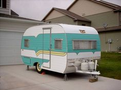 Tin Can Tourists is an all make and model vintage trailer and motor coach club. Retro Rv, Vintage Campers Trailers, Retro Campers, Vintage Caravans, Camper Trailers, Airstream, Bmx, Old Campers, Art Vintage