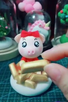 Best Polymer Clay Ideas 🥰, DIY and Crafts, Creative ideas about diy with polymer clay. Sculpey Clay, Polymer Clay Figures, Polymer Clay Animals, Polymer Clay Projects, Polymer Clay Art, Clay Videos, Play Clay, Cute Clay, Sculpture Clay