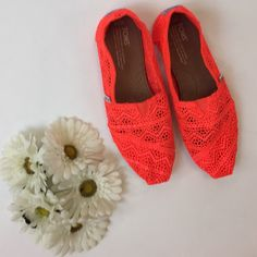 🎉Host Pick x3🎉 Crochet neon TOMS Beautiful & never worn! Perfect for summer ☀️ TOMS Shoes