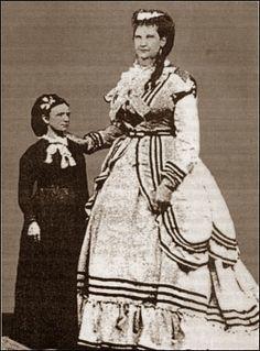 "Scottish Giantess Anna Swan married Martin Van Buren Bates, known as the ""Kentucky Giant"""