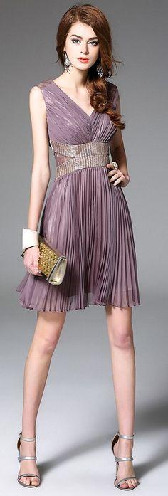 Lilac V Neck Sleeveless Pleated Dress