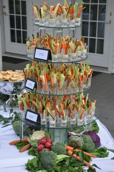 wedding food What a great way to serve veg crudites! Beautiful and delicious Appetizers Table, Wedding Appetizers, Appetizer Recipes, Appetizer Table Display, Wedding Appetizer Table, Fancy Party Appetizers, Diy Wedding Buffet, Shower Appetizers, Wedding Snacks