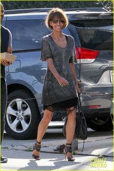 Halle Berry Can't Stop Smiling While Out to Lunch with Friends | halle berry all smiles lunch with friends 06 - Photo