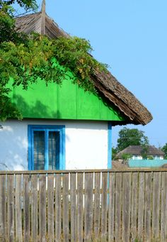 house in Danube Delta - Romania Danube Delta, Polish Folk Art, Old Houses, Tiny Houses, Black Sea, Cornwall, Painting Inspiration, Wonders Of The World, Facade
