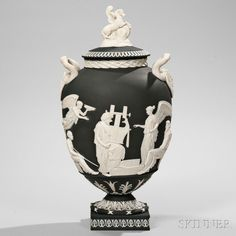 Wedgwood Solid Black Jasper Bellows Apotheosis of Homer Vase and Cover, England, made for Mr. Charles Bellows, snake handles with Medusa masks to an ovoid shape with applied white classical figu. European Furniture, Art Furniture, Wedgwood, Interior Design Inspiration, French Antiques, Solid Black, Jasper, Art Decor