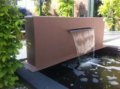 Wall with waterfall by Snoei Tuinmaterialen, Bleiswijk.