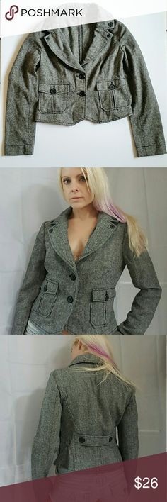 """LOFT Wool Blend Tweed Crop Blazer Cute, but note that it's scratchy! I'd usually wear it with a long sleeved button-down and nice trousers.  True to size, though note the long sleeves (25""""). If you have rather short arms, the sleeves will likely be too long.  Length from shoulder to bottom is about 18 1/2"""" Shoulder to shoulder is about 16"""" Overall good condition. 45% polyester, 24% acrylic, 22% recycled wool  For reference, I'm 5'6 and normally wear a size S/2/4 LOFT Jackets & Coats Blazers"""