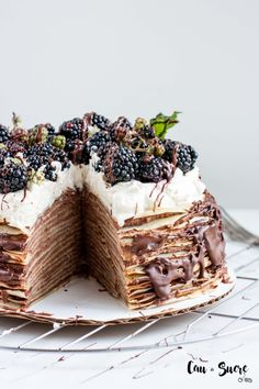 Epic Chocolate and Blackberry Crepe Cake Just Desserts, Delicious Desserts, Yummy Food, Cupcakes, Cupcake Cakes, Crape Cake, Dessert Crepes, Crepe Recipes, Beignets